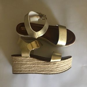 MOSSIMO WEDGE GOLD SHOES